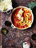 Fazzoletti-Nudeln mit Tomatensauce (Italien)