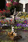 Teichbecken mit Springbrunnen im italienischen Stil