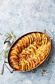 Kartoffel-Süsskartoffel-Auflauf mit Kürbiskernen