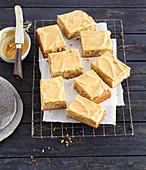 Crunchy peanut cake