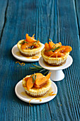 Small ricotta cheesecakes with cantuccini bases