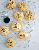 Stuffed rolls with black cumin seeds