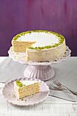 Mignon cake with pistachios