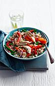 Pilaw mit Hähnchen und gebratenem Gemüse