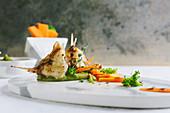 Gegrillter Skorpionfisch mit Erbsenpüree und Karottenstiften