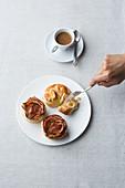 Apfel-Zimt-Rosen und Frischkäseschnecken aus Fertigteig