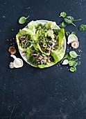 San Choy Bow (Salat-Wraps, China) mit Schweinefleisch