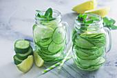 Detoxwasser mit Gurke, Zitrone und Minze