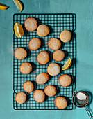 Zitronenkekse auf Abkühlgitter