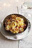 Tagliatelle with castelmagno cheese sauce, crispy bacon and artichokes
