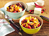 Quick chili with tofu served in small bowls