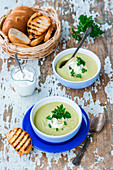 Celery and parsely cream soup