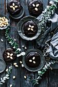 Elisenlebkuchen mit Schokoladenglasur und Mandeln