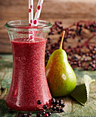 Elderberry and pear smoothie with grapes