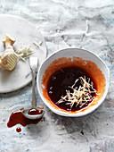 Char-Siu-Sweet-Chili-Glasur mit Ingwer für Weihnachtsschinken