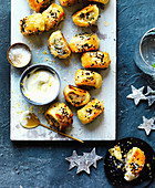 Sausage Rolls gefüllt mit Huhn, Feta und Rucola (Weihnachten)