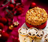 Christmas Cake mit Mandeln und Mince Pies (England)