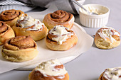 Cinnamon buns with butter cream