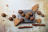 Truffle pralines with gingerbread crumbs