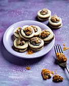 Vegan nougat biscuits with caramelised walnuts