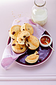 Buttermilk biscuits with sultanas