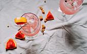 Pink Grapefruit Cocktails von oben