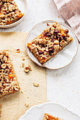 Apricot bars with hazelnuts
