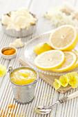 Lemon Curd (vegan) mit Zitronenscheiben