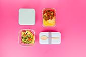 Speck und Erbsen 'To Go' 2x anders - zu Polenta und als Omelett