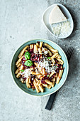Pasta with caramelised onions