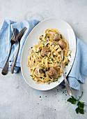 Pasta carbonara with meatballs
