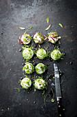Ziegenkäsekugeln mit Microgreens
