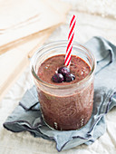 Red brain power smoothie with leafy greens, avocado and frozen blueberries