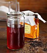 Selbstgemachter Earl-Grey-Sirup im Glas