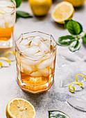 Zitronenschnaps mit Meyer Zitronen