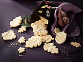 Leaf shaped cinnamon cookies