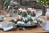 Schneller Adventskranz mit Kerzen in Weingläsern