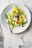 Avocadosalat mit Eiern und Chiasamen