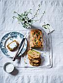 Cake Salé, pikantes Ostergebäck mit Bärlauch