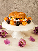 A bagel with quark, kumquats and blackberries