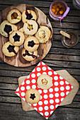 Minipies mit Marmeladenfüllung