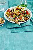 Pasta mit Pinienkernen, Feta und Tomaten