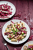 Rigatoni mit Pilzen, Erbsen und Radiccio