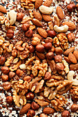 Nuts, seeds and grain flakes