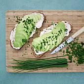 Open sandwiches with tomato quark and avocado