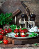 Tomaten-Mozzarella-Spiesse