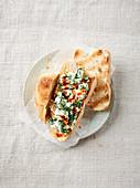 Türkischer Schafskäse-Spinat-Dip mit Walnüssen