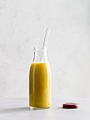 Tropical Mango-Mix mit Ingwer und Kokoswasser