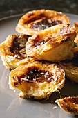 Puff pastry tarts filled with pudding (Pasteis de Nata, Portugal)