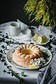 Napfkuchen mit Zitronenglasur
